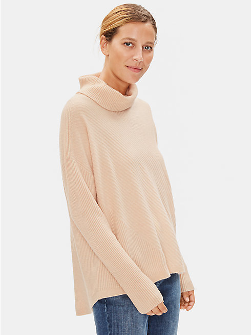 Seamless Italian Cashmere Turtleneck Top